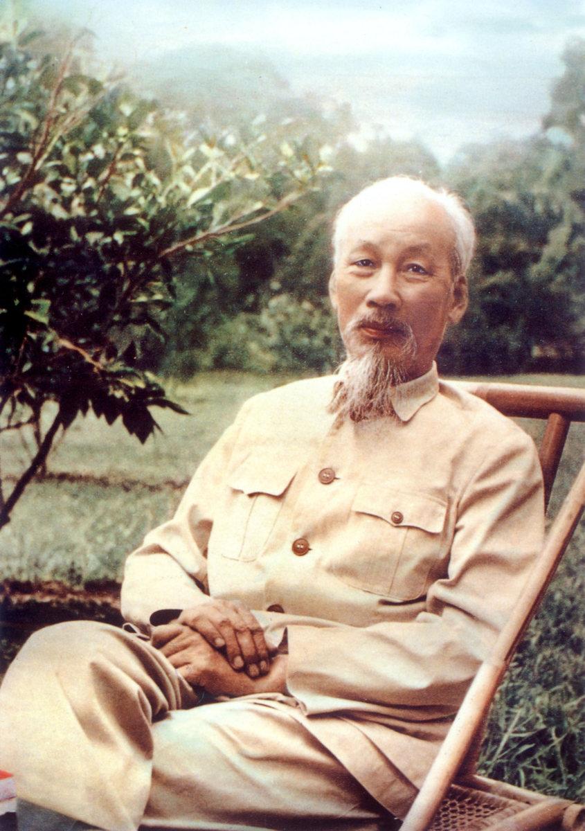 Стиль Хо Ши Мина отражается в скромности, простоте и требовательности к себе, в близости к народу и вере в него.